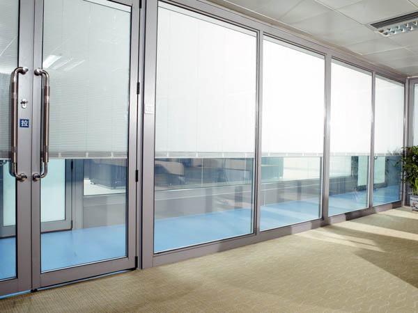 Ventanas a medida ventanas acusticas for Fabrica de aberturas de aluminio